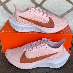WMNS NIKE ZOOM GRAVITY Echo Pink/MTLC Red Bronze W